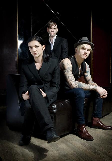 Grupa Placebo potpisala ugovor sa Universal Music u Berlinu!