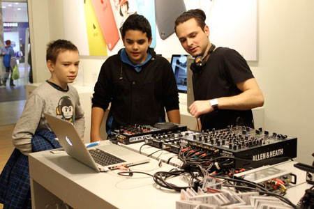 DJ RADIONICA: Junior series | iStyle Apple Premium Reseller