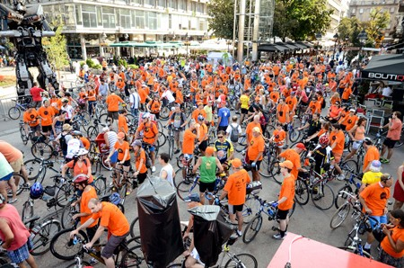 ORANGE WEEK: Masovni Orange Bike Ride kroz Beograd